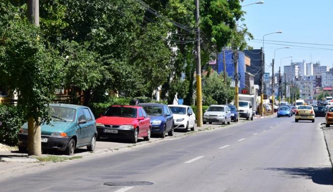 Când va avea Constanţa trotuare pentru pietoni,  şi nu pentru maşini? Zilnic, ne punem viaţa  în pericol - masiniparcatepetrotuarstradaelib-1500558530.jpg
