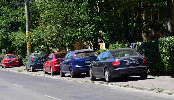Când va avea Constanţa trotuare pentru pietoni,  şi nu pentru maşini? Zilnic, ne punem viaţa  în pericol - masiniparcatepetrotuarstradaelib-1500558853.jpg