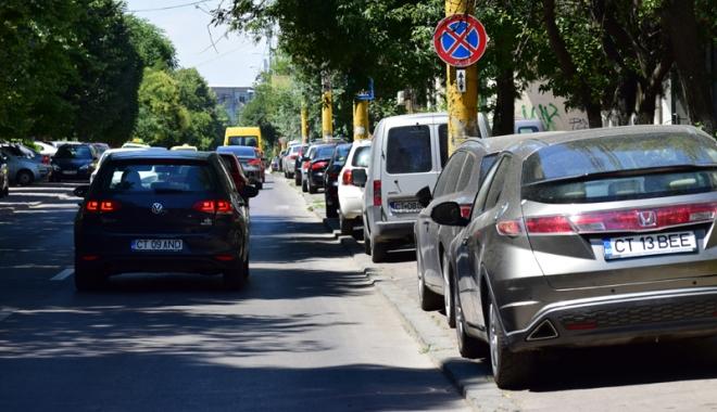 Când va avea Constanţa trotuare pentru pietoni,  şi nu pentru maşini? Zilnic, ne punem viaţa  în pericol - masiniparcatepetrotuarstradaelib-1500558861.jpg