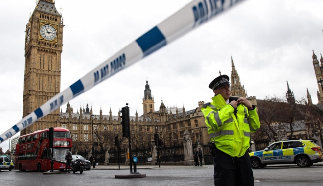 Foto: Noi măsuri antiterorism:  Parisul şi Londra vor să aibă acces la descifrarea convorbirilor dintre terorişti