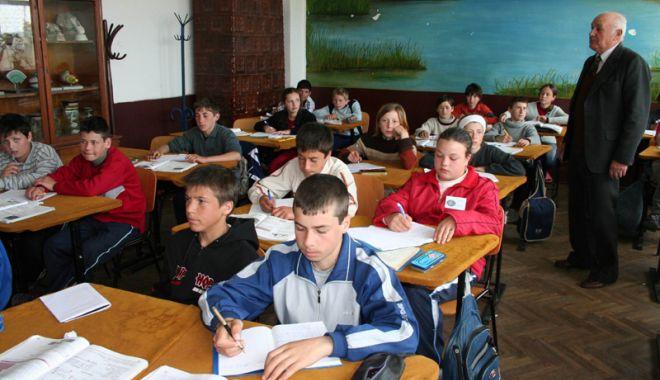 Foto: Măsura comasării şcolilor va avea  efecte dezastruoase! Profesorii se opun