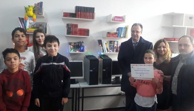 """Foto: """"Înveţi mai uşor la calculator!"""". Computere noi de la Enel, pentru elevii constănţeni"""