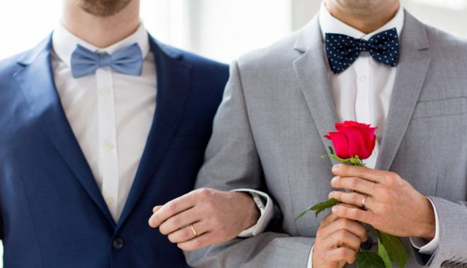 Foto: Proiect privind parteneriatul civil: Partenerii de acelaşi sex nu pot adopta copii, împreună sau separat