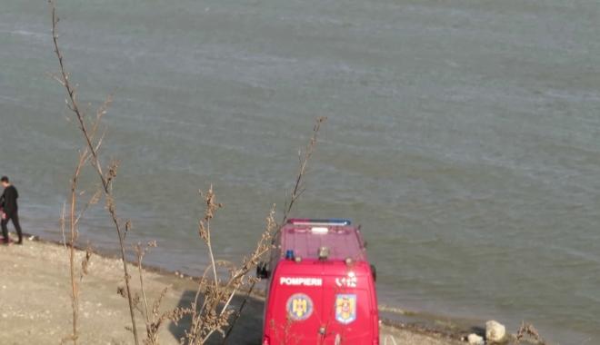 Foto: Operaţiunile de căutare a maşinii căzute în Dunăre, în care s-ar afla o familie cu doi copii, au fost reluate