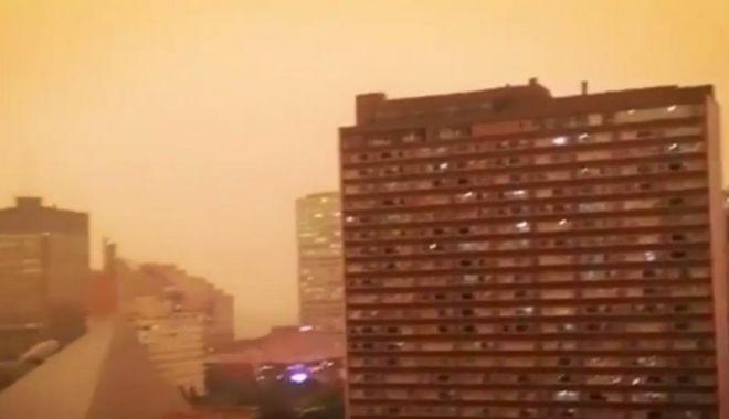 Foto: Ceață portocalie în Canada. Oamenii stau cu bagajele făcute ca să poată fugi