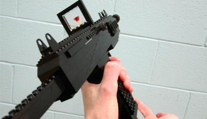 Foto: O armă din piese Lego a declanşat o operaţiune de amploare a poliţiei, în Germania