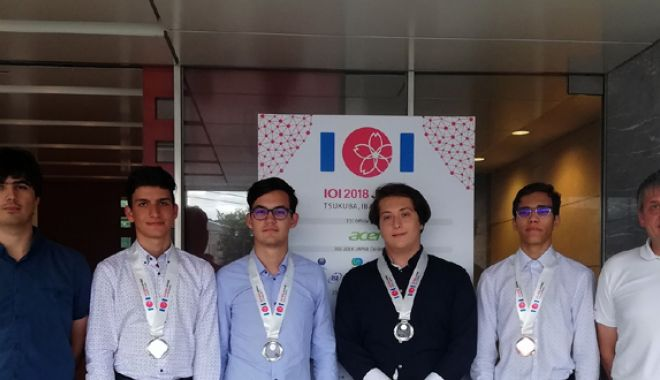 Foto: Elevi români, medaliaţi la Olimpiada Internaţională de Informatică