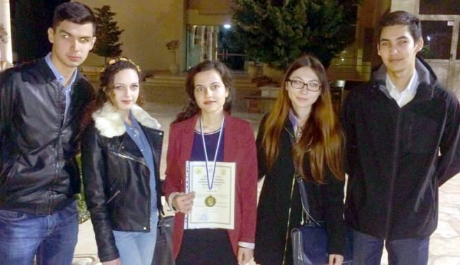 Foto: Medalie de bronz pentru studenţii ovidieni