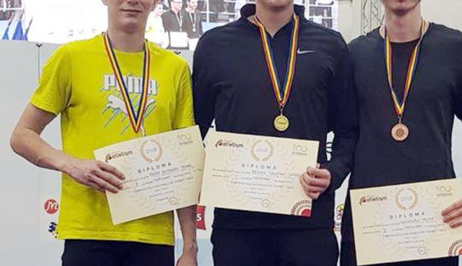 Foto: Medalii pentru atleţii constănţeni, la Naţionalele  de sală