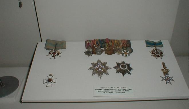 Foto: Medalii, plachete şi insigne la mare cinste, în colecţiile Muzeului Marinei