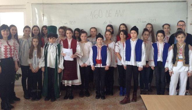 """Foto: Elevii Şcolii """"Lucian Grigorescu"""", acţiune la Cercul Militar Medgidia"""