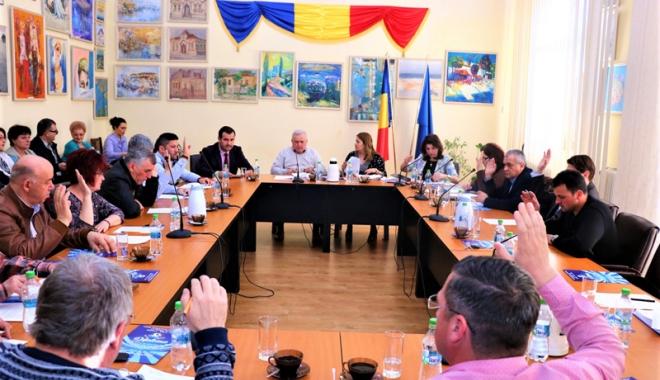 Foto: Consilierii  au majorat numărul poliţiştilor locali din Medgidia