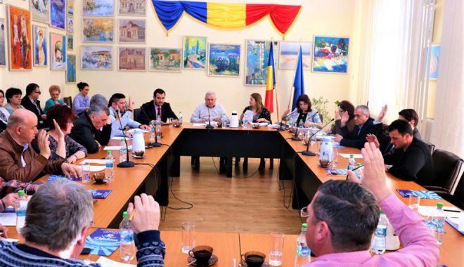 Foto: Consilierii din Medgidia au aprobat procedura de acordare a tichetelor sociale