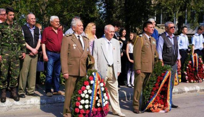 Foto: Veteranii de război, onorați de Primăria Medgidia