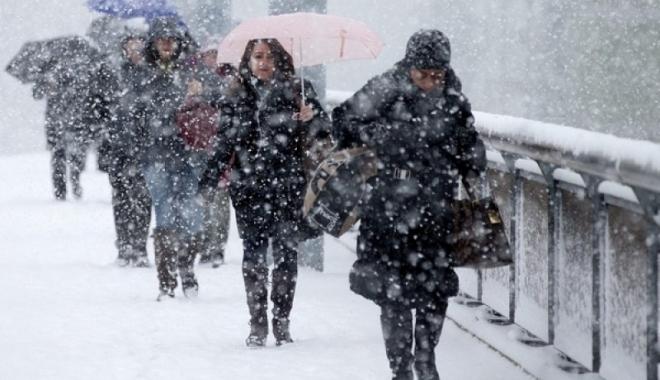 Foto: ANM ANUNŢĂ: SE STRICĂ VREMEA ÎN APROAPE TOATĂ ŢARA. Vin ninsorile!