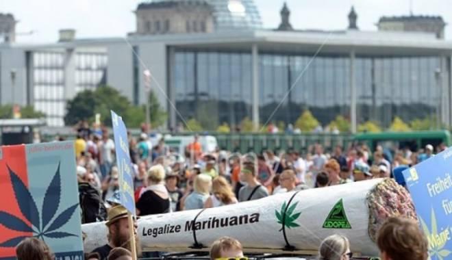 Foto: Mii de persoane cer legalizarea marijuanei