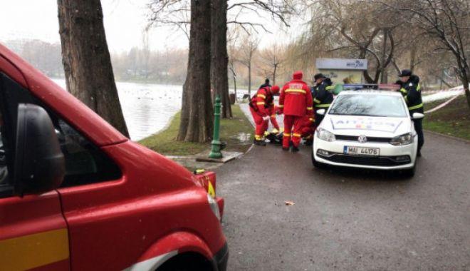 Foto: DESCOPERIRE MACABRĂ! Femeie găsită moartă, în parc
