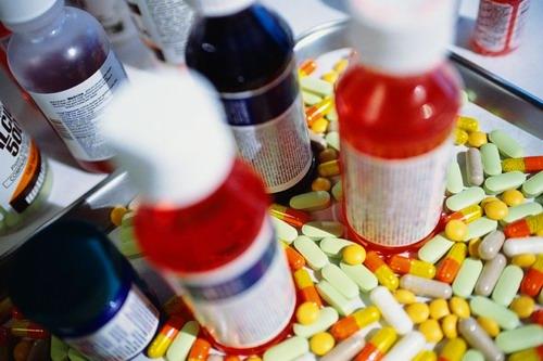 """Foto: Doctorii """"dosesc"""" medicamente pentru zile negre"""