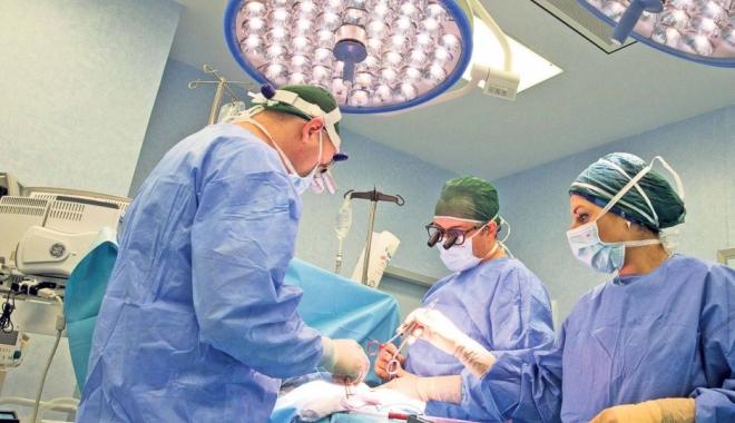 Foto: NOUA LEGE A SALARIZĂRII / 3.600 euro pentru medici şi ajutoare pentru firmele care angajează ucenici