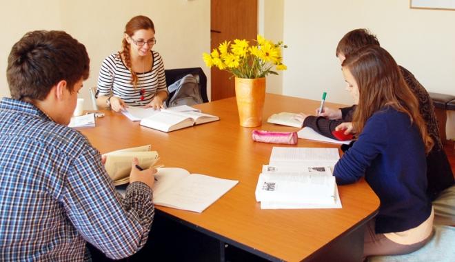 Foto: Profesează, meditează, dar nu fiscalizează. Ce riscă profesorii care nu îşi declară veniturile din meditaţii