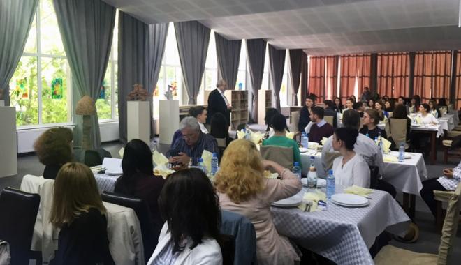 Foto: Mediul de afaceri faţă-n faţă cu studenţii economişti