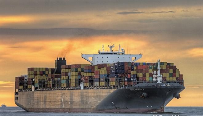 Foto: Mega-eşuare pe Canalul Suez. Ce s-a întâmplat