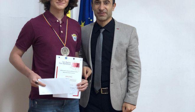 Edis Memiş, de la Liceul Internaţional de Informatică din Constanţa, medaliat cu argint la un nou concurs de matematică - memis3-1541490574.jpg