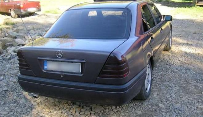 Foto: Mercedes cu acte false, oprit la graniţă