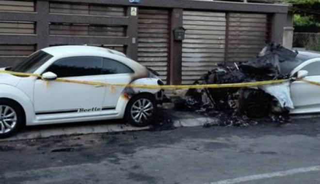 Foto: Mercedes  de peste 120.000 euro, incendiat  la Constanţa, după o reglare de conturi