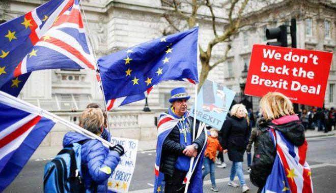 Foto: Votul pentru Brexit, reprogramat pentru săptămâna viitoare. Avertismentul Theresei May dacă acordul nu va fi adoptat