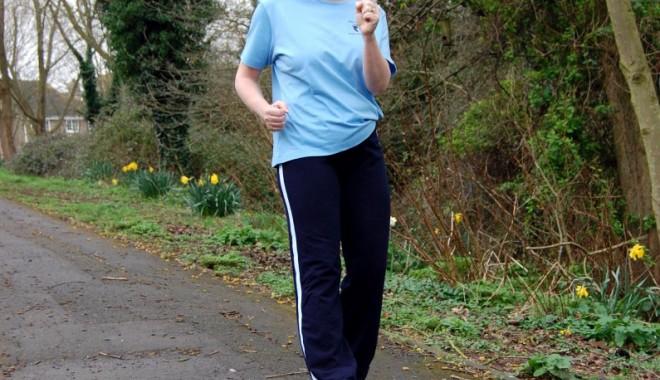 Mersul pe jos și consumul moderat de alcool împiedică bolile cardiovasculare - merspejos-1346592055.jpg
