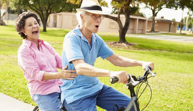 Foto: Mersul pe bicicletă ajută la îmbunătățirea abilităților mintale la bătrâni