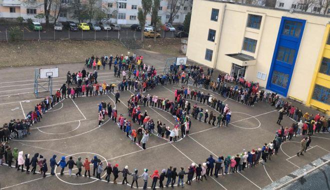 Foto: Elevii din judeţul Constanţa sărbătoresc Centenarul Marii Uniri