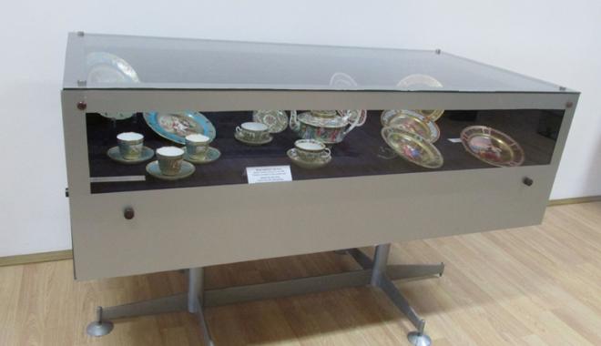 Ce se mânca la mesele regale. Sarmalele în foi de viţă, mămăliga şi prăjiturile Caraiman, servite încă din secolul al XIX-lea - meseregale5-1477667060.jpg