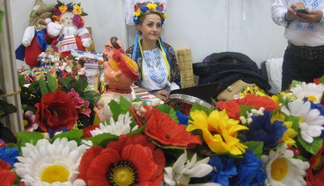 Foto: Meșterii și artiștii dobrogeni îi încântă  pe vizitatorii Pavilionului Expozițional