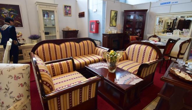 Meşterii români expun adevărate opere de artă la Târgul de mobilă din Mamaia