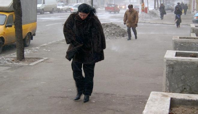 Foto: Ninsori slabe şi vânt, la Constanţa