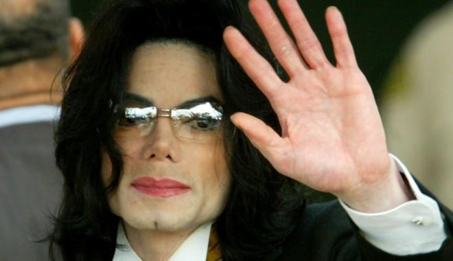 Foto: Un nou album al cântăreţului Michael Jackson va fi lansat pe 13 mai