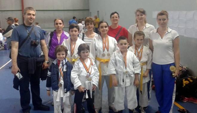 Foto: Micii karatişti constănţeni au cucerit 10 medalii la Cupa Karate Chitila