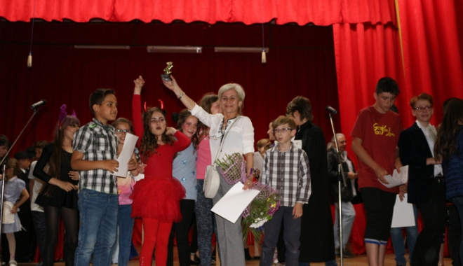 """Foto: Mici şi talentaţi! Elevii din Năvodari, premiaţi la festivalul """"Spiritul lui Caragiale"""""""