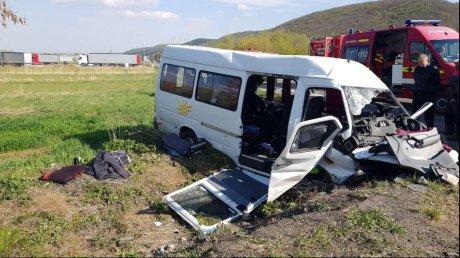 Foto: PLAN ROȘU de intervenție! 11 victime, după ce șoferul microbuzului a adormit la volan