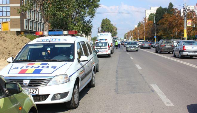 Foto: Autovehiculele de transport persoane, controlate de oamenii legii