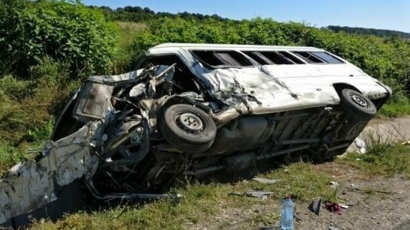 Foto: PASAGERI ÎN STARE GRAVĂ! Microbuz plin cu români, implicat într-un TERIBIL accident, în Austria!