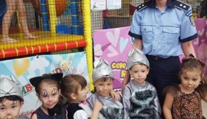 Foto: Polițiștii constănțeni, proiect educațional pentru elevi