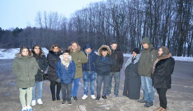 Foto: Migranţi ascunşi în autoturisme, la frontiera Negru Vodă