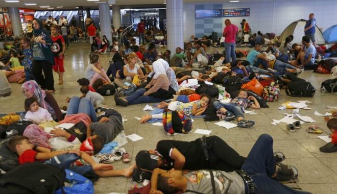 Foto: O tabără de migranţi din nordul Franţei, evacuată de forţele de ordine