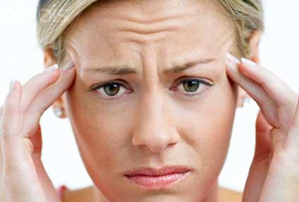 Migrenele s-ar putea declanșa din cauze ereditare - migrene-1339494405.jpg