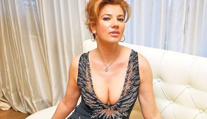 Mihaela Borcea, amuzată la maxim de războiul dintre Alina Vidican  şi Valentina Pelinel - mihaelaborcea-1452093306.jpg