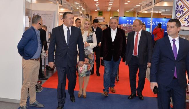 Mihai Daraban a deschis oficial Târgul de Turism al României - mihaidarabantarg5-1510855225.jpg