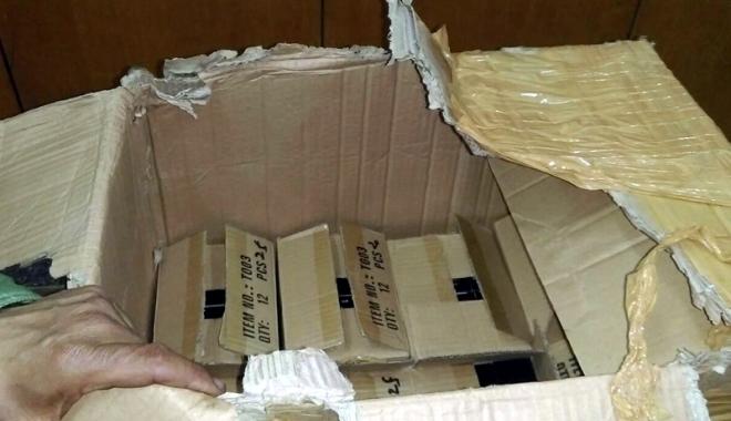 Foto: Mii de pălării şi genţi din piele, confiscate în portul Constanţa